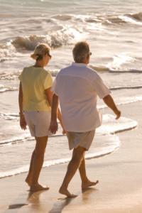istock_couple_on_beach